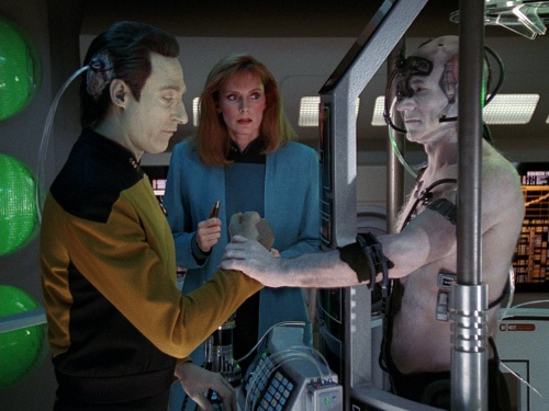 TNG Best of Both Worlds 19